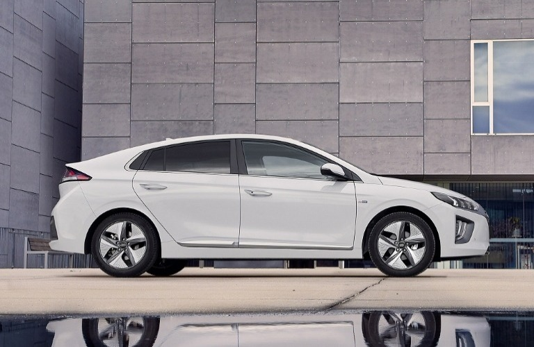 New Hyundai IONIQ Hybrid Review